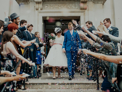 Have fun with confetti on your wedding day