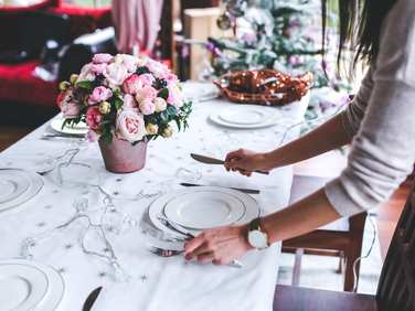 How to plan a last minute holiday party in 5 easy steps