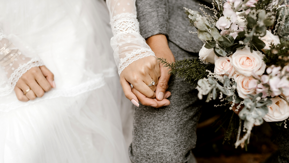 Bride and groom virtual wedding in quarantine