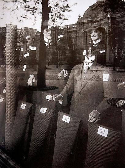 Atget vitrines_1926_STUDIUM.jpg