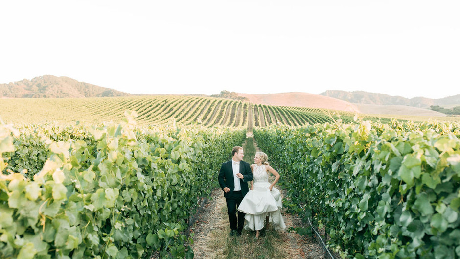 Wedding Standard Featured: Light and Colorful Love at The White Barn
