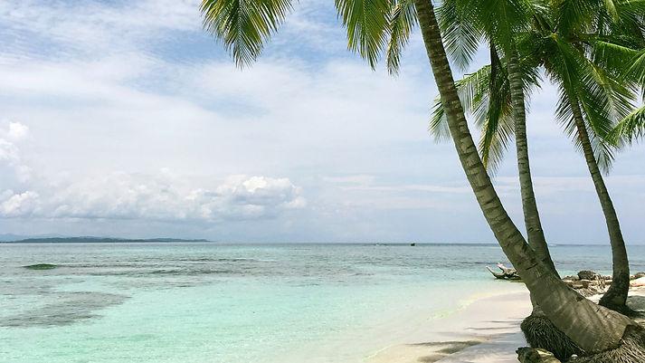 beautiful swiming area from island in Placencia