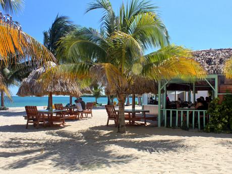 De Tatch Restaurant & Beach Bar