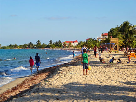 People relaxing on Placencia beach
