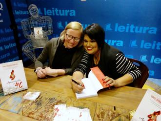 Cris Souza Fontês lança livro no Pátio Savassi em Belo Horizonte.