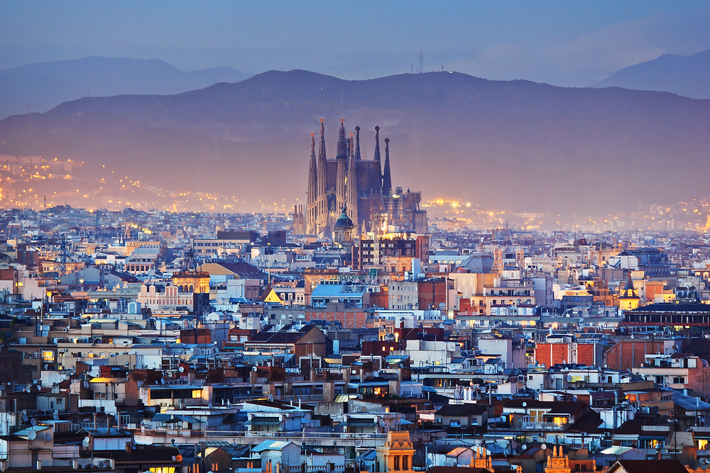 Group travel Barcelona | Group travel for young professionals