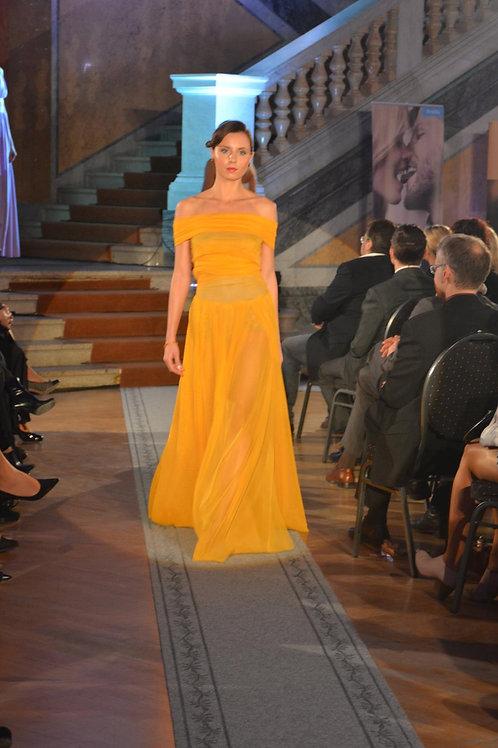 Žluté šaty z elastického tylu