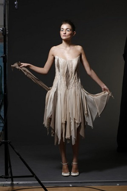 Korzetové šaty aranžované hedvábí