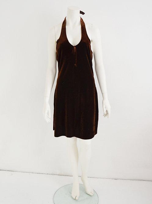 Šaty z hnědého splývavého sametu