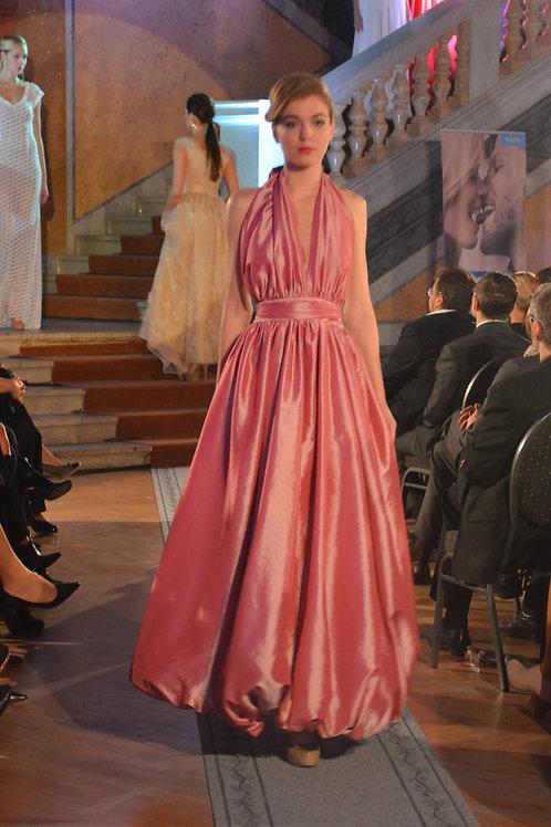 Růžové šaty s balonovou sukní