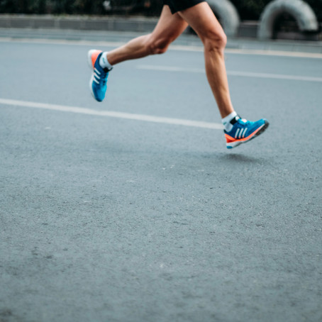 What are the Symptoms of Runner's Knee?