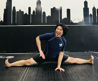 John Le doing the splits