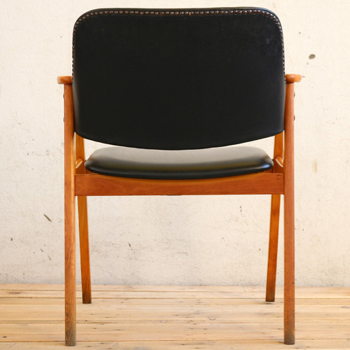 Office Chair With Retro Design / Black