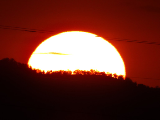 夕焼けは美しかったが皆既月食は雲隠れで見られず