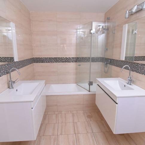A18 Bath 2.jpg