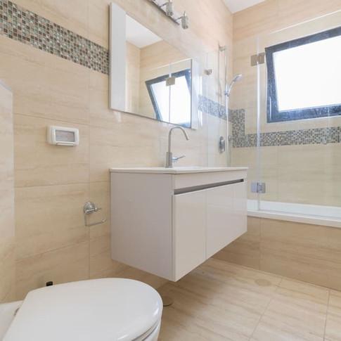A18 Bath 3.jpg