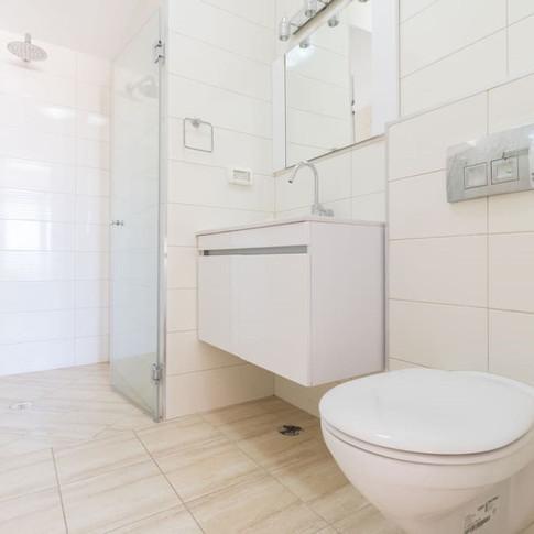 A18 Bathroom.jpg
