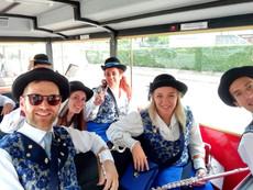 Sezione dei flauti sul trenino durante i festeggiamenti della festa di San Giacomo nel 2019 a Predazzo.