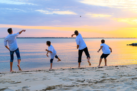 cousins on the beach (12 of 17).jpg
