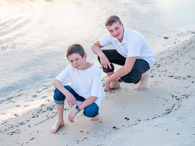 cousins on the beach (15 of 17).jpg