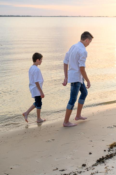 cousins on the beach (6 of 17).jpg