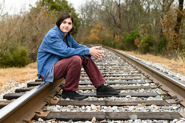 family on tracks (4 of 15).jpg