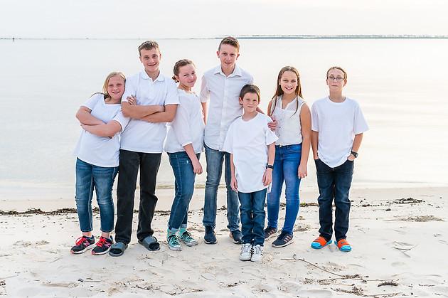 cousins on the beach (3 of 17).jpg