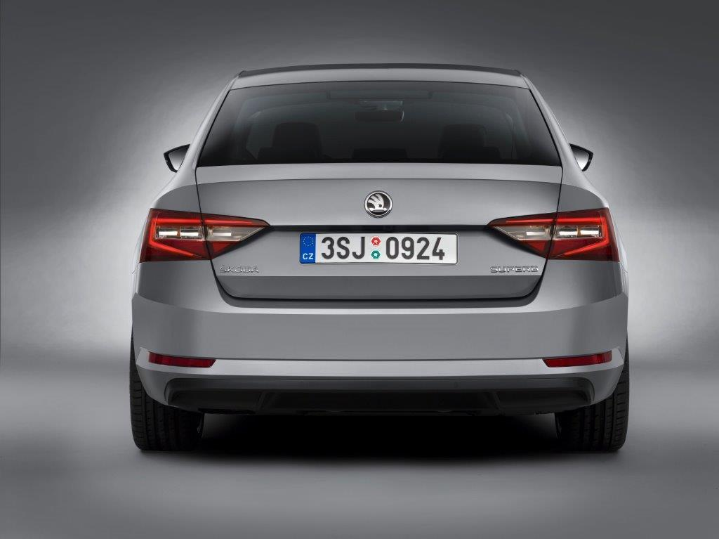 skoda_superb_rear נטו דרייב