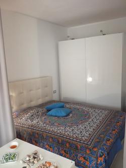 Schlafplatz mit Kleiderschrank