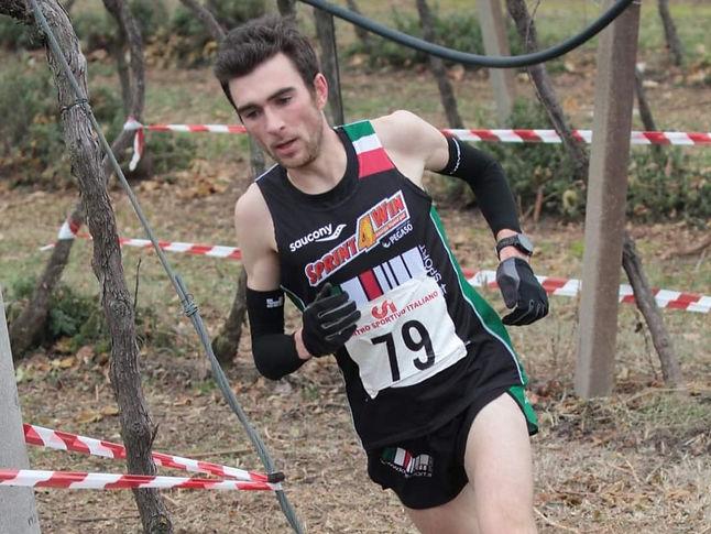 Mattia Guglielmi ist gerne und oft bei Crossläufen unterwegs. Mit dem Braunschweiger Laufclub erhofft er sich durch eine starke Trainingsgruppe weitere Leistungsentwicklung in seiner Laufbahn.