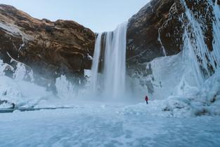adventure-arctic-cliff-953182.jpg