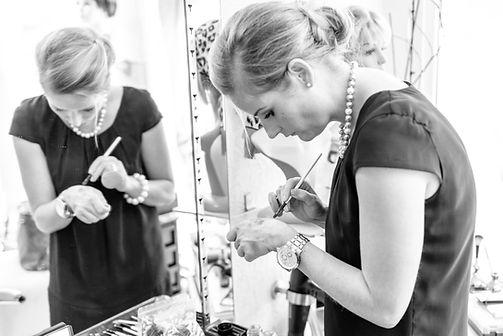Jeannine Meier ist Stylistin, Frisermeisterin und Visagistin. Brautmake-Up, Brautstyling und Hochsteckfrisuren sind ihre Stärke. Hier finden sie einige Referenzen