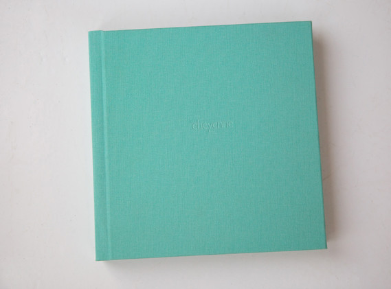 comes with a choice of colours for the cover