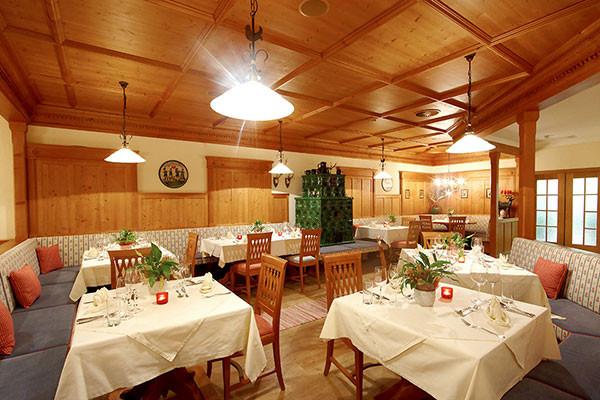 Tischlerei_Poeckl_Hotelsausstattung3.jpg