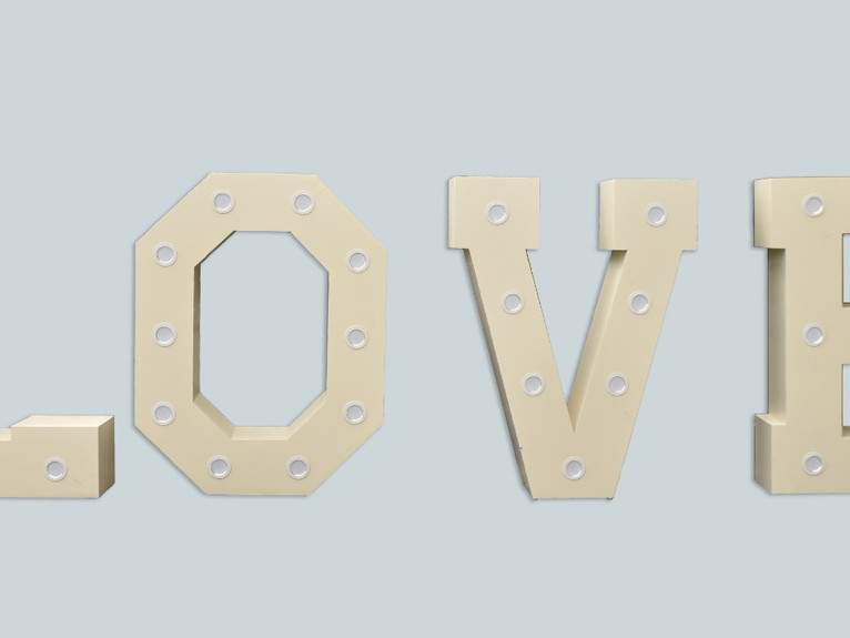 5 ft LOVE SIGN WITH LED LIGHTS