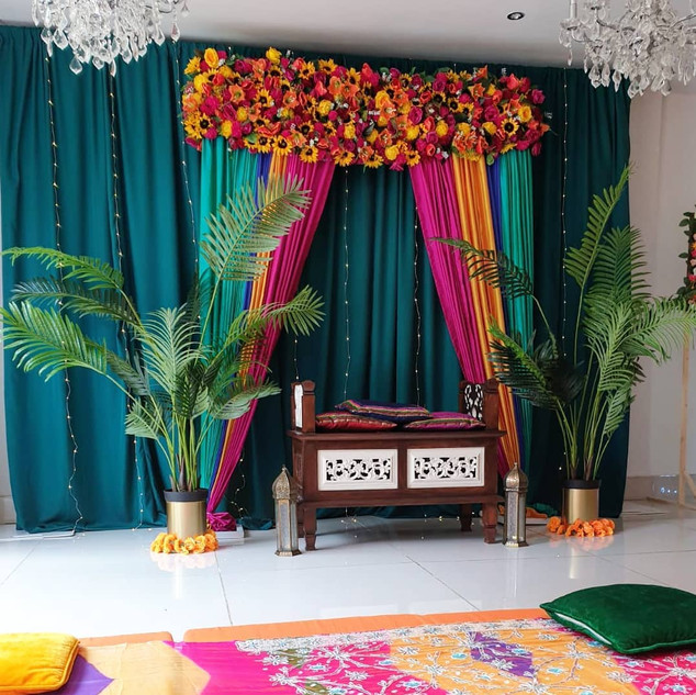 Contemporary Mehndi Set up