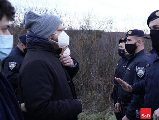 MIGRANTI IN CROAZIA: EURODEPUTATI BLOCCATI E INSEGUITI DALLA POLIZIA