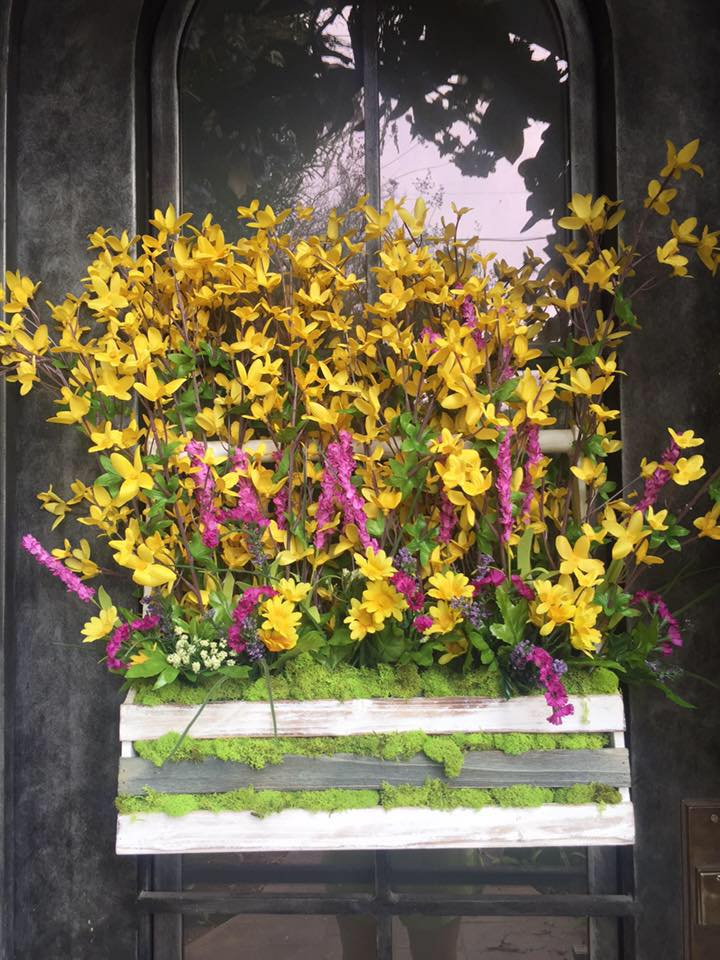 spring door decor 2.jpg