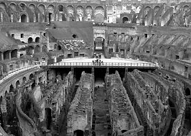 colosseo dentro.jpg