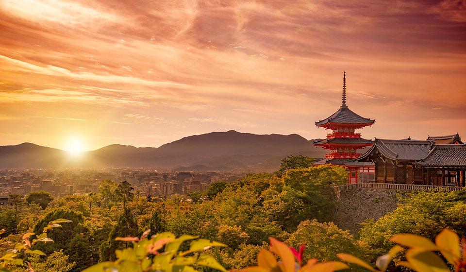 kiyomizudera-temple-at-sunset-kyoto-japa