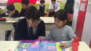 Year 9 reading to Year 1