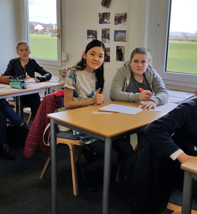 3 girls in class