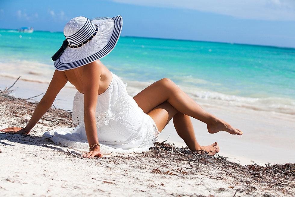 Beach_Hat_Dress_Legs_Hands_Lying_down_56