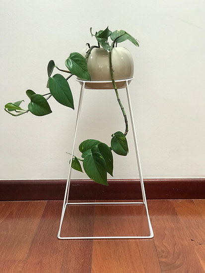 STAND ALONE PYRAMID 60CM