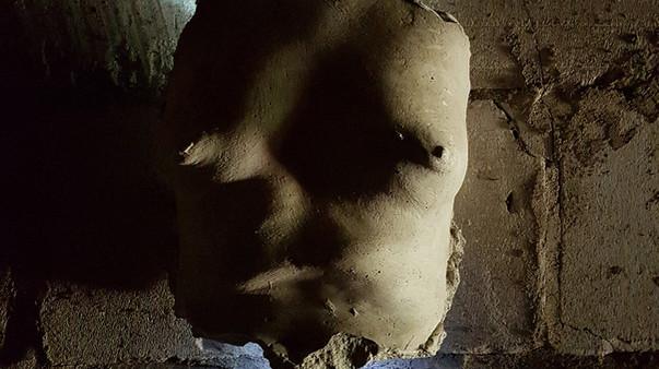"""Krūšu atlējumu ieguvu kā balvu konkursā LABADABA. Atlējums kalpja kā """"apgaismības"""" objekts pirtī.  Autors: Normunds Ko"""