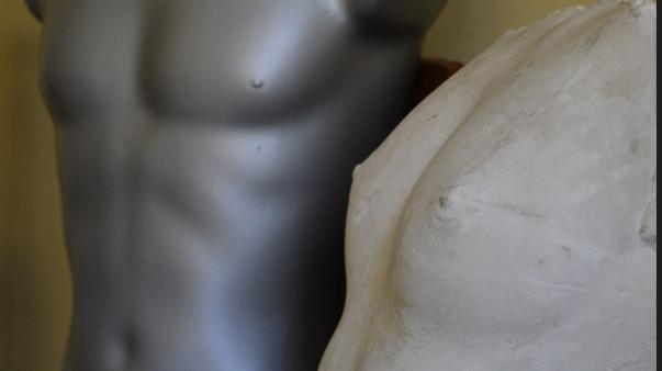 Betona sieva un staltais plastmasas vīrs
