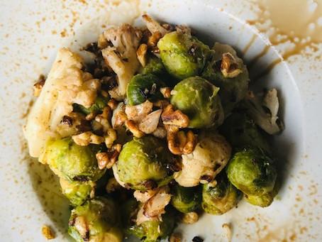 Recept: Spruitjes met bloemkool en walnoten