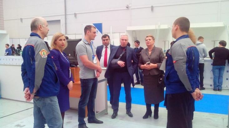 """Губернатор на открытии компетенции """"Столярное дело"""""""