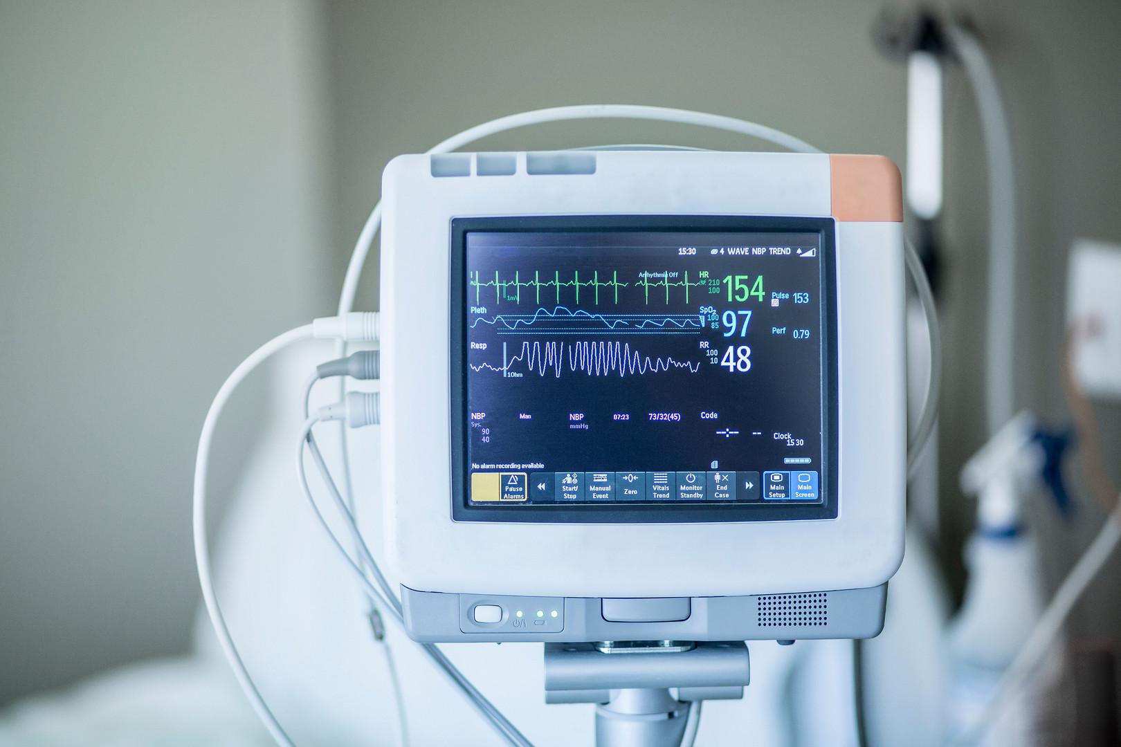 bigstock-Medical-vital-signs-monitor-in-