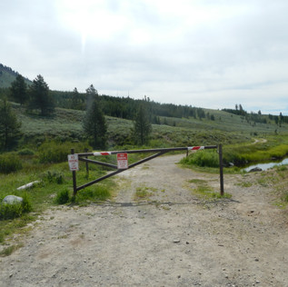 Bunsen Peak Trailhead.JPG